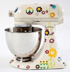 Peace and love,...peace and love.  Isn't that what baking is all about?  I LOVE this! Want it! Want it fer my berfday even though the 11year old Kitchen Aid I have still purrs like brand new!