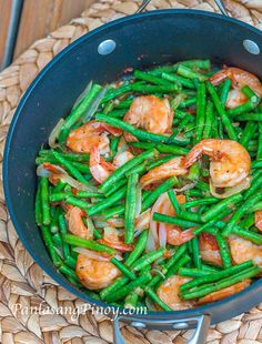 Kids dinner shrimp Sauteed Shrimp with String Beans or Ginisang Hipon at Sitaw is a quick and easy shrimp with vegetable recipe that you can prepare for lunch. This goes well with steamed white rice. Cooked Vegetable Recipes, Vegetable Korma Recipe, Spiral Vegetable Recipes, Vegetable Samosa, Vegetable Casserole, Filipino Vegetable Recipes, Easy Filipino Recipes, Vegetable Dish, Sauteed Shrimp