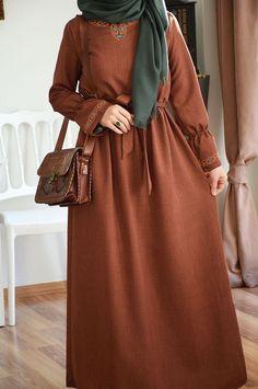 Otantik Stil Elbise – Fashion and Street Styles on Internet Abaya Fashion, Modest Fashion, Fashion Dresses, Muslim Women Fashion, Islamic Fashion, Ankara Stil, Mode Abaya, Hijab Fashionista, Muslim Dress