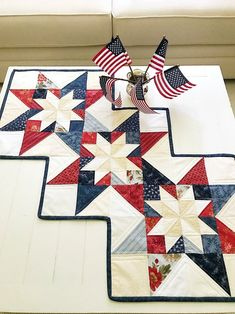 A quick & easy project and great for scraps or fat quarters. Scrappy Quilt Patterns, Christmas Quilt Patterns, Beginner Quilt Patterns, Easy Sewing Patterns, Quilting For Beginners, Quilt Blocks, Star Blocks, Quilting Tips, Quilting Tutorials
