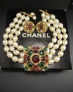 Vintage Jewelry Vintage Chanel Necklace and Earrings - Chanel Necklace, Chanel Pearls, Chanel Jewelry, Boho Necklace, Pearl Jewelry, Antique Jewelry, Vintage Jewelry, Chanel Chanel, Jewellery Rings