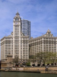 Wrigley-Building-from-the-Chicago-River.jpg (480×640)