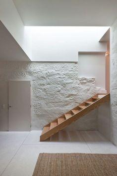 John's House Galerie / Guilherme Machado Vaz – 5 … - Style Architectural Minimalist House Design, Minimalist Architecture, Minimalist Home, Interior Architecture, Interior Stairs Design, Architecture Definition, Modern Interior, Interior And Exterior, Mid Century House