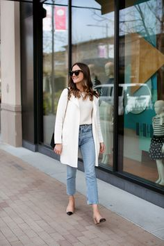 A Classic Outfit for Spring: J.Crew Sweater Blazer + AGOLDE Jeans — Girl Meets Gold spring style, women's style, outfit ideas J. Source by girlmeetsgold blazer outfits spring White Blazer Outfits, Blazer Outfits Casual, Cap Outfits, Cardigan Outfits, Classic Style Women, Classic Outfits For Women, Classic Girl, Spring Outfits, J Crew Outfits Summer