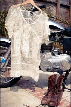 (via » valerie boster lady slider | fashion . surf . travel)