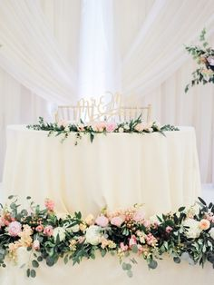 A Beautiful Classic Wedding with a Sweet Side of Confetti Head Table Wedding Decorations, Wedding Top Table, Bridal Party Tables, Wedding Wall, Decoration Table, Wedding Reception Decorations, Wedding Centerpieces, Dream Wedding, Sweet Heart Table Wedding