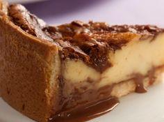 Torta Mármore de Leite Condensado Portuguese Desserts, Portuguese Recipes, Sweets Recipes, Cake Recipes, Cooking Recipes, Love Eat, I Love Food, Cheesecakes, Naked Cakes