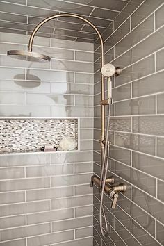 Bathroom shower tile ideas are a lot in choices. Grab some inspirations here and check out these shower tile ideas to revamp your old bathroom shower! Tile Shower Niche, Mosaic Shower Tile, Shower Tile Designs, Shower Doors, Bathroom Designs, Bathtub Tile, Shower Units, Mosaic Tiles, Ideas Baños