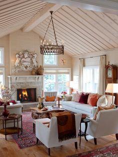 Bom dia!   Para quem acompanha o blog, sabe o quanto admiro o estilo casa de campo, e a casa de hoje é uma delícia, tudo pensado para torná...