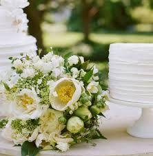 Romantic loose white and green wedding bouquet / Losgebonden wit met groen romantisch trouwbouquet.