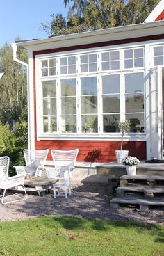 Fru fix och trix: Torsdagstemat på Fabriken: Favorithörna Country Home Exteriors, Country Homes, Cosy House, Swedish Style, Outdoor Spaces, Outdoor Decor, Country Style, Pergola, Sweet Home