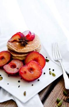 Hot cakes con fruta. #Desayuno #familia