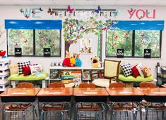 Give your classroom style that inspires with a creative bulletin board display. Welcome Bulletin Boards, Creative Bulletin Boards, Bulletin Board Display, New Classroom, Classroom Design, Classroom Themes, Butterfly Classroom Theme, Inspirational Bulletin Boards, Woodland Animals Theme