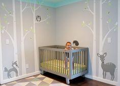 Wald-Kinderzimmer in neutralen, hellen Nuancen