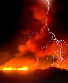 Forest Fire & Storm (AZ has the best lightning shows! All Nature, Science And Nature, Amazing Nature, Volcan Eruption, Fuerza Natural, Thunder And Lightning, Lightning Storms, Red Lightning, Volcano Lightning