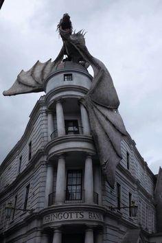 «harry potter, dragon, and gringotts bank»