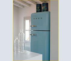 1000 images about smeg 39 s on pinterest smeg fridge refrigerators and retro fridge. Black Bedroom Furniture Sets. Home Design Ideas