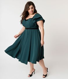 Perfect fitting retro vintage plus size dresses, plus size swing dress, and plus size pin up dresses for the curvy hep cats of today. Plus Size Summer Dresses, Plus Size Outfits, Curvy Fashion, Plus Size Fashion, Womens Fashion, Dresser, Resort Dresses, Curvy Dress, Classy Dress