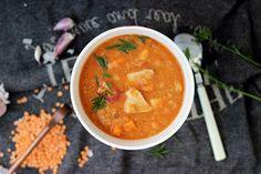 Szukasz pomysłu na pyszną i pożywną zupę? Zupa z soczewicy z pomidorami i kurczakiem będzie świetnym sposobem na jednodaniowy obiad. Sprawdź przepis! Good Food, Ethnic Recipes, Healthy Food, Yummy Food