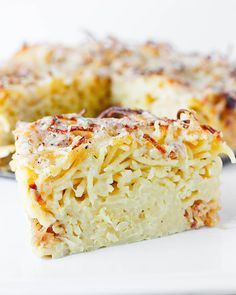 The classic American comfort food gets a super fun preparation: baked into a sliceable spaghetti pie stuffed with cheese and savory caramelized onions. Spaghetti Pie, Spaghetti Recipes, Leftover Spaghetti Noodles, Pasta Recipes, Fries In The Oven, Caramelized Onions, Dinner Recipes, Dinner Ideas, Yummy Recipes