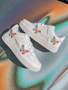 Cute Nike Shoes, Cute Nikes, Kid Shoes, Nike Shoes For Kids, Cute Shoes For Teens, Jordan Shoes Girls, Girls Shoes, Mode Converse, Moda Nike