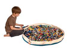Jetzt in Sommer brauchen wir den Mini-Pool zum Abkühlen. Danach eignet er sich auch für die Legobausteine.