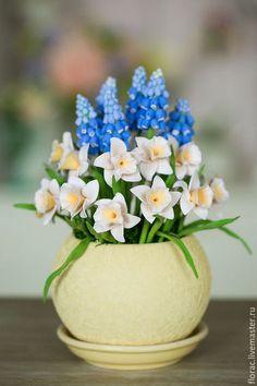 Polymer clay flowers / Цветы ручной работы. Ярмарка Мастеров - ручная работа. Купить Нарциссы и мускарики из полимерной глины. Handmade. Бежевый