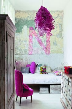 Not my colour, this purple, but works well in this space. Nice lamp and painting as well.