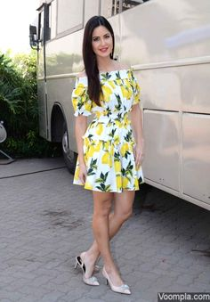 Katrina Kaif at 'Fitoor' Promotions : Katrina looked gorgeous in a vibrant Dolce & Gabbana dress with Charles & Keith shoes and Loupe earrings. Her simple hairstyle and red lips completed the look. Bollywood Outfits, Bollywood Girls, Bollywood Celebrities, Bollywood Fashion, Bollywood Stars, Katrina Kaif Hot Pics, Katrina Kaif Photo, Stylish Girls Photos, Stylish Girl Pic