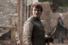 Alfie Allen as Theon Greyjoy, reluctant ward of the Starks, in HBOs Game of Thro… – winter is coming Game Of Thrones Series, Game Of Thrones Facts, Game Of Thrones Tv, Game Of Thrones Quotes, Game Of Thrones Funny, Game Of Thrones Characters, Jaime Lannister, Cersei Lannister, Daenerys Targaryen