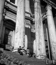 Foto storiche di Roma - Foro Romano - Tempio di Antonino e Faustina Anno: 1940