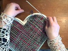 Video tutorial by Noreen Crone-Findlay on how to weave a heart shape motif on the Martha Stewart loom. weaving 4 'filler rows' at the sections where. Loom Knitting Stitches, Knifty Knitter, Loom Knitting Projects, Weaving Projects, Knitting Videos, Pin Weaving, Loom Weaving, Loom Crochet, Loom Craft