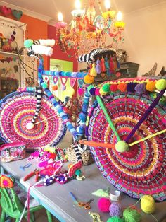 Pour un ANNIVERSAIRE garçons -(Of course the best place to complete any work of art is on the table in my studio! Guerilla Knitting, Yarn Crafts, Diy Crafts, Velo Design, Bicycle Design, Bike Parade, Bicycle Art, Yarn Bombing, Collaborative Art