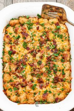 Cheesy Tater Tot Breakfast Bake from Chew Out Loud. Breakfast Casserole Ideas for a Large Crowd this holiday season. Dump in all together and serve in in these holiday casserole ideas on Frugal Coupon (Cheese Snacks Tater Tots) Breakfast Desayunos, Sausage Breakfast, Breakfast Dishes, Breakfast Recipes, Breakfast For A Crowd, Office Breakfast Ideas, Breakfast Tailgate Food, Breakfast Ideas Without Eggs, Brunch Ideas For A Crowd