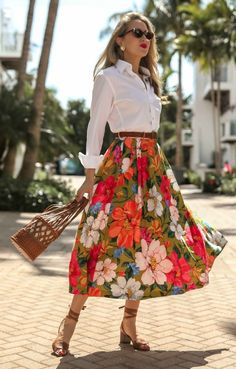 Vacation Style For Do-Stuff Days // White button-down menswear shirt, pleated floral-print tencel an Girly Outfits, Skirt Outfits, Dress Skirt, Shirt Skirt, Modelos Fashion, Looks Street Style, Inspiration Mode, Ladies Dress Design, Day Dresses