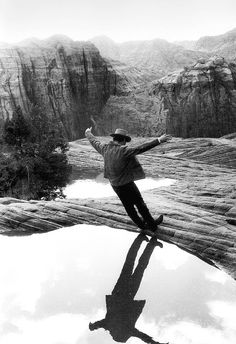 Paul Newman on set of 'Butch Cassidy and the Sundance Kid'