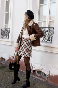 Why you should buy vintage and second-hand clothes Winter Looks, Fall Looks, Vintage Outfits, Vintage Fashion, Vintage Wear, Second Hand Clothes, Parisian Style, Who What Wear, Gucci