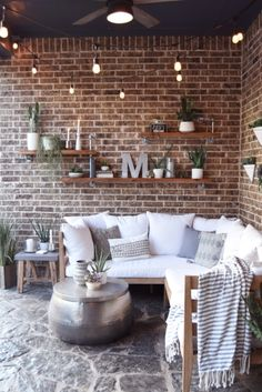 Summer Outdoor Living Tour - The Greenspring Home Come see the outdoor living spaces of 7 talented b Outdoor Walls, Outdoor Rooms, Outdoor Furniture Sets, Outdoor Decor, Outdoor Pergola, Modern Pergola, Outdoor Shelves, Teak Furniture, Diy Pergola