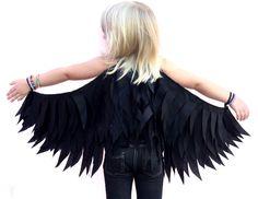 Black Raven Wings Childrens Costume Halloween Dressup Crow, Black bird door sparrowandbcostumery op Etsy https://www.etsy.com/nl/listing/185219316/black-raven-wings-childrens-costume