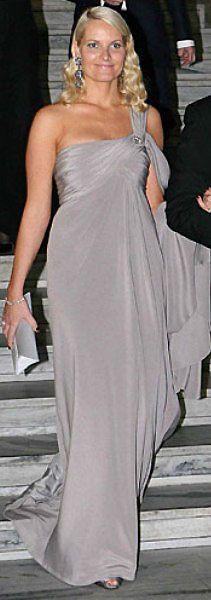 lotta royal fashion -