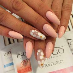 by Magdalena Żuk, Studio Find more Inspiration at www.indigo-nails.com #nails #nailsart #mani #flower