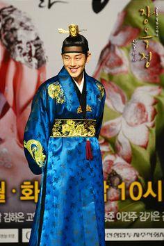 Korean drama [Jang Ok-jung, Living by Love] = 숙종 [King Sukjong] - 유아인 (Yoo Ah-in) Korean Dress, Korean Outfits, Best Historical Dramas, Jang Ok Jung, Kim Tae Hee, Yoo Ah In, Love Affair, Korean Beauty, Traditional Dresses