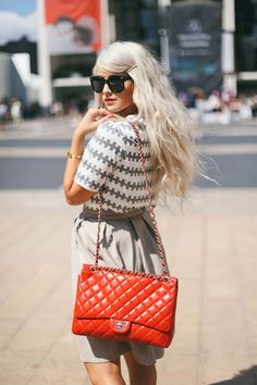 Love the red Chanel All About Fashion, Passion For Fashion, Cara Loren, Dope Fashion, Womens Fashion For Work, Street Chic, Stylish Girl, Street Style Women, Spring Outfits
