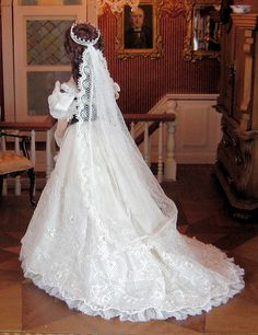 Dollhouse Dolls, Miniature Dolls, Barbie Dress, Barbie Clothes, Walt Disney, Bridal Dresses, Wedding Gowns, Barbie Bridal, Bride Dolls