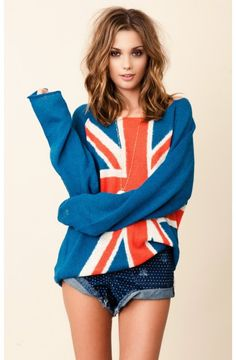 WILDFOX Penny Lane Save The Queen Sweater and high waisted navy polka dot shorts Fox Sweater, Sweater Weather, Cute Sweaters, Oversized Sweaters, Save The Queen, Classy And Fabulous, Look Cool, Fashion Design, Fashion Trends