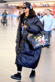 Rihanna in a winter coat Warm Outfits, Fall Fashion Outfits, Winter Outfits, Cool Outfits, Winter Fashion, Rihanna Outfits, Rihanna Style, Estilo Rihanna, Fashion Tag