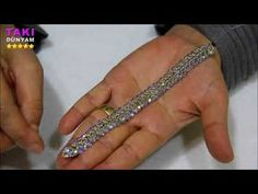 Jewelry design - the most practical crystal and sand bracelet - (DETAILED AND . Beaded Bracelets Tutorial, Handmade Bracelets, Handmade Jewelry, Beaded Jewelry Designs, Jewelry Patterns, Jewelry Trends, Diy Schmuck, Schmuck Design, Armband Tutorial