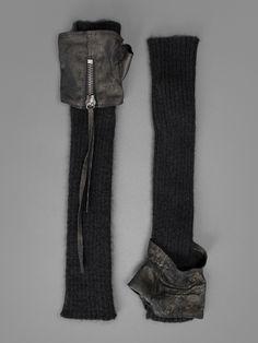 Isabel Benenato - gloves.Que me gustan los guantes modernos con cremalleras!!.