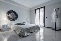 Camera da letto #bedroom #arredamento #interni #bianco #white #grigio #grey