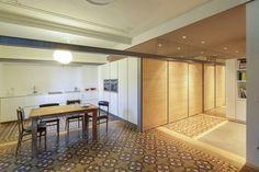 SANTOs kitchen | Diseño de cocina Line-E en Blanco Seff con encimera de Silestone y electrodomésticos de Neff. Proyecto realizado en El Eixample de Barcelona por Traç en colaboración con el estudio Nook Architects